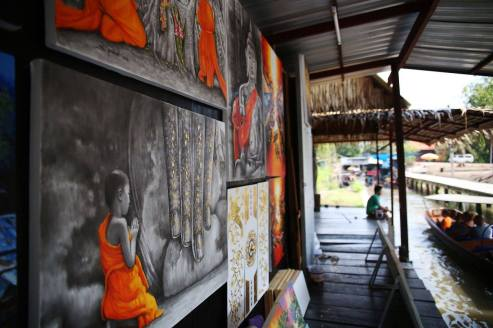 Paintings along the Floating Market. Credit: Tonia Wang Photography